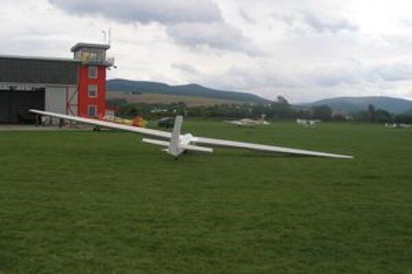 Na letisku v Malých Bieliciach súťažili tento týždeň vetrone.