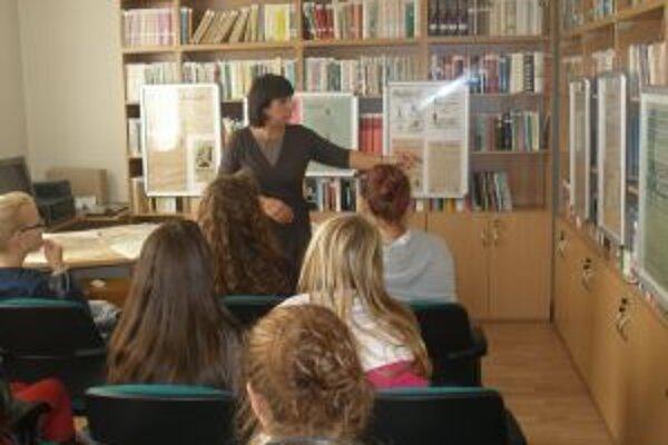 Odborný výklad pre exkurzie mala aj riaditeľka Oľga Kvasnicová.
