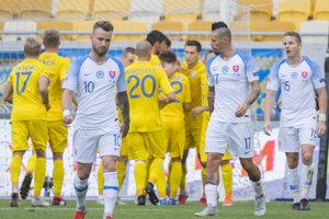 Ukrajinskí futbalisti sa radujú po góle na 1:0.