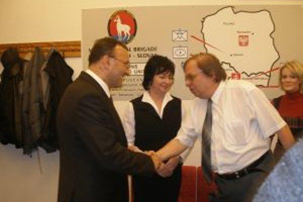 Primátorovi zablahoželali medzi prvými členovia mestskej volebnej komisie.