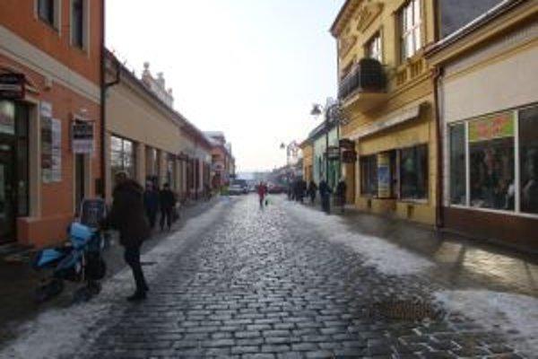 Sneh by sa mal odpratať bezodkladne. Topoľčany majú rozdelené oblasti mesta podľa dôležitosti.