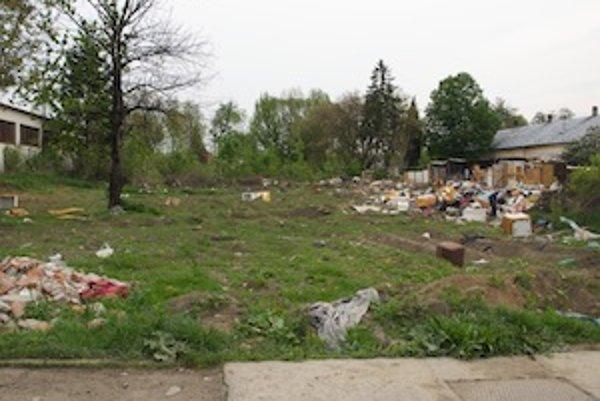Na tomto pozemku by mohli vyrásť nové sociálne byty.
