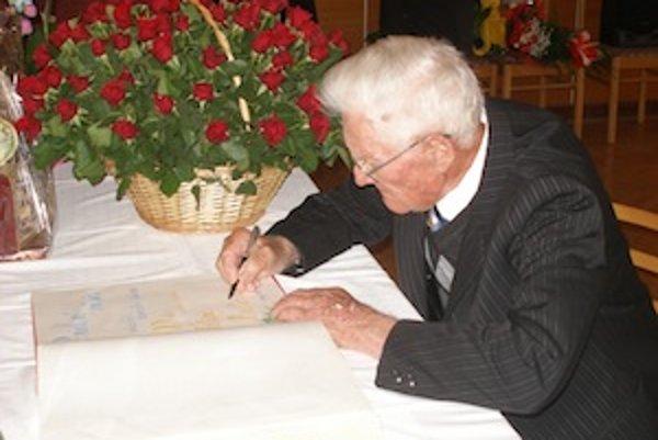 Podpis Filipa Krajčoviča nechýba ani vobecnej kronike.