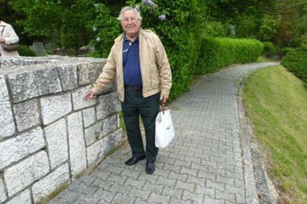 Zamaskovaný kríž na oplotení Viliam Višňovec rozoznal.
