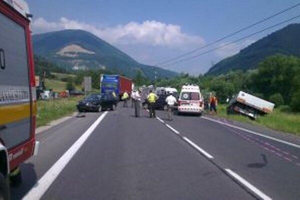 Nehoda si vyžiadala dlhé uzavretie cesty z oboch smerov.