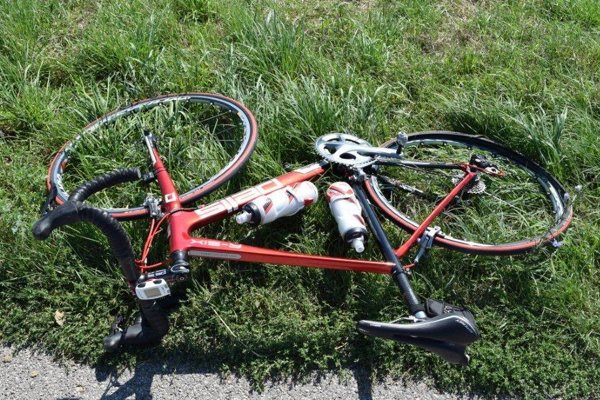 Zle sa rýchlo stane. Na alkohol za volantom doplatil cyklista.