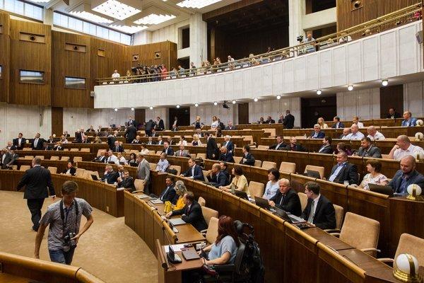 Strana Most do parlamentu predložila novelu zákona o obecnom zriadení, o ktorej bude NR SR rozhodovať na októbrovej schôdzi.