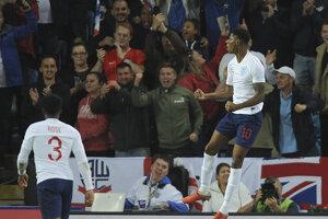 Marcus Rashford oslavuje jediný gól zápasu.
