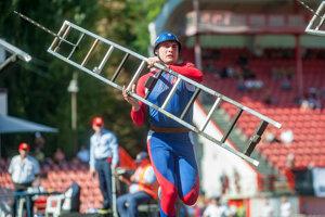 Slovenský reprezentant Marián Rerko v disciplíne Výstup do 4. podlažia cvičnej veže počas Majstrovstiev sveta v hasičskom športe.