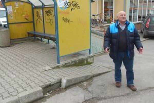 Starosta Valče Štefan Paľo sa už teší na koníčky.