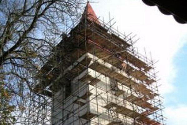 Oprava kostola už začala.