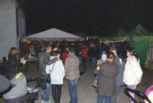 Vianočné trhy v Slovanoch navštívilo viac ľudí ako vlani.