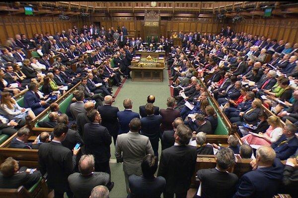 Britský parlament.