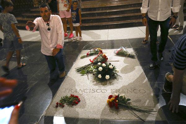 Hrobka diktátora Francisca Franca v Madride.