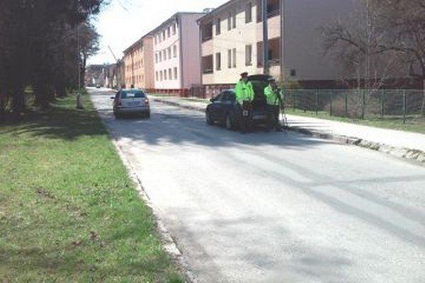 Policajti merali aj na Šoltésovej ulici, no vodiči rýchlo nešli.