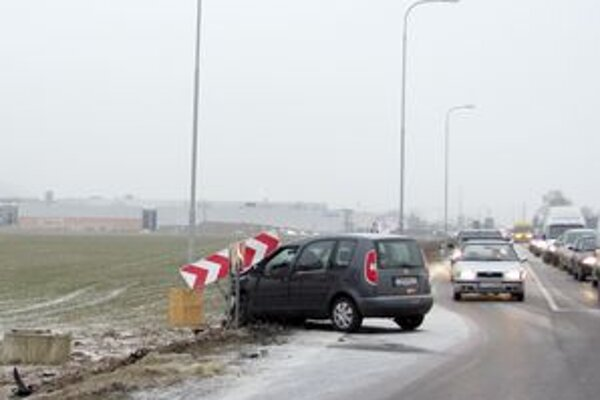 Pri nehode sa zranili traja ľudia.