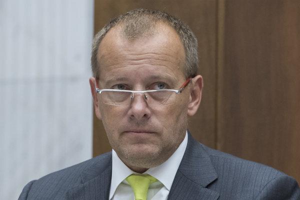 Boris Kollár z hnutie Sme rodina tvrdí, že meno obvinenej Aleny Zsuzsovej nepoznal, pretože s ním komunikovala pod menom Ajka.