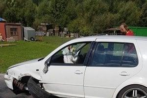 22-ročný šofér so svojím autom vošiel do protismeru.