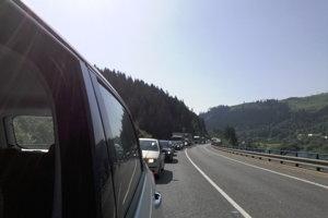 Cesta I/11 je preťažená, vodiči sú na kolóny už  zvyknutí.