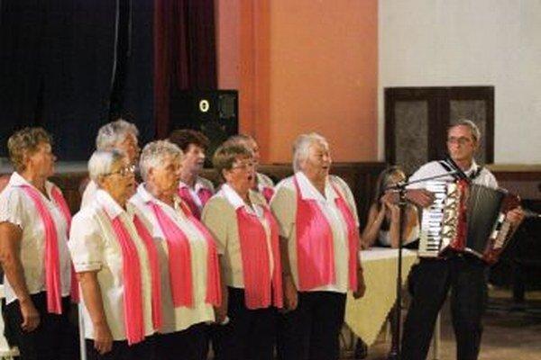 Folklórne skupiny ukázali svoj talent.