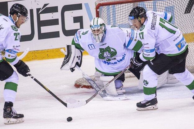 Za Nové Zámky nastupuje viacero bývalých hráčov Nitry - zľava Michal Novák, Vladimír Glosár a Peter Ordzovenský.
