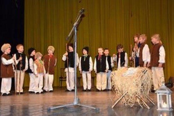 Deti počas výročného programu.