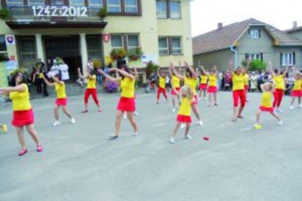 Energické vystúpenie predviedli aj sklabinské tanečníčky.