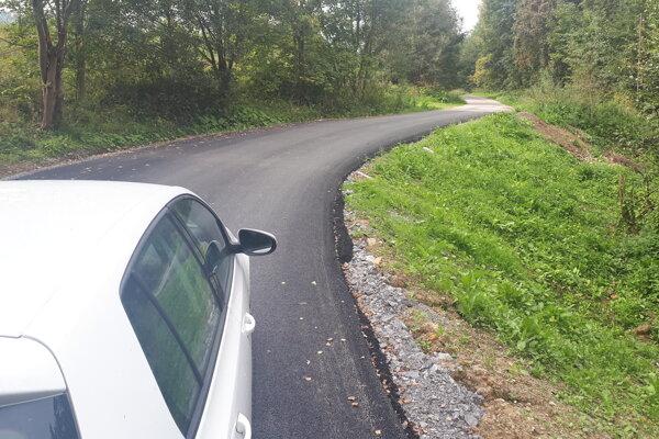 Z novej asfaltky, ktorá nemizne, majú ľudia radosť.