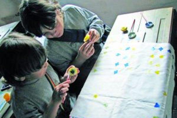 V objekte školy z Petrovíc sa možno naučiť trdičným remeslám.