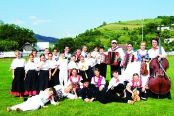 Detský folklórny súbor Turiec na podujatí v Hriňovej.