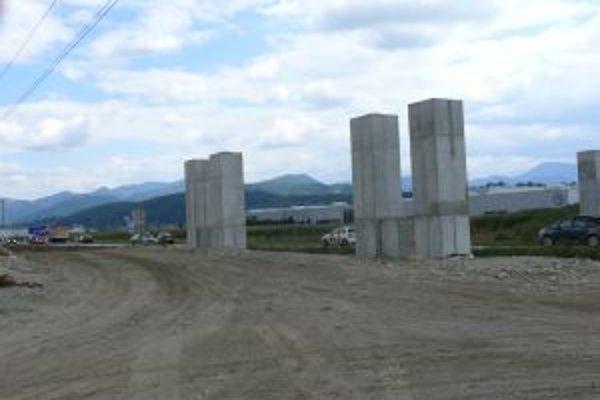 Stavebné práce na dialnici pokračujú a v smere z Martina do Sučian sa preto často robievajú kolóny.