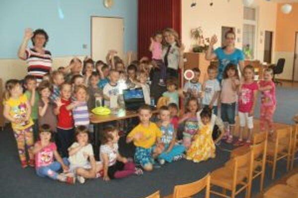Aj deti vo Valči si užili hry, ktoré ich mali naučiť bezpečne sa pohybovať po cestách.