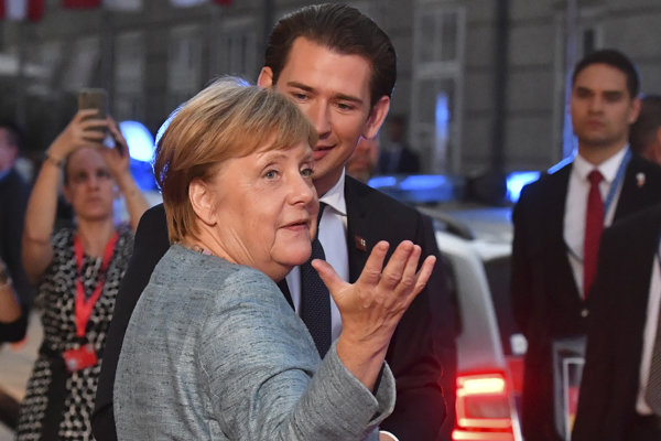 Nemecká kancelárka Angela Merkelová a Rakúsky kancelár Sebastian Kurz v Salzburgu.