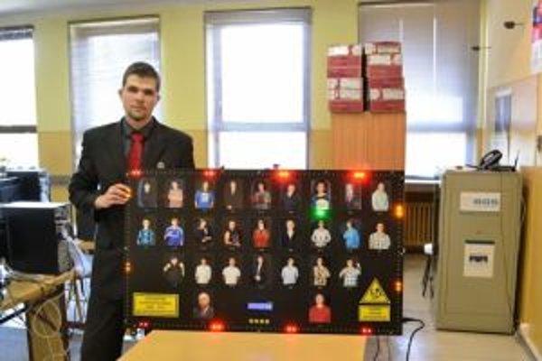 Na postup to nestačilo.Študent SPŠ Maroš Janota so svojou prácou Elektronické tablo.