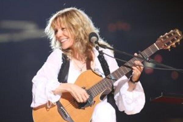 Lenka Filipová. Na jej koncertoch sa snúbi vážna hudba s popom.