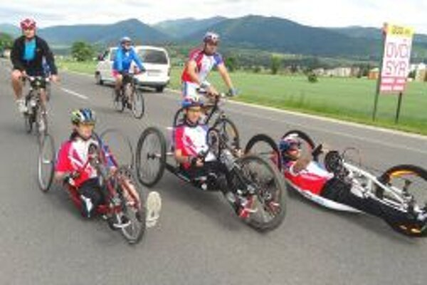 Cyklisti aj handbikeri prešli spoločne vyše 300 kilometrov.