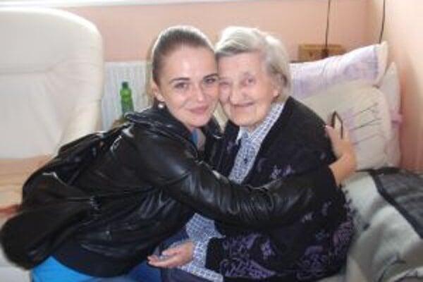 Aj seniori v domove dôchodcov sa objatiam potešili.