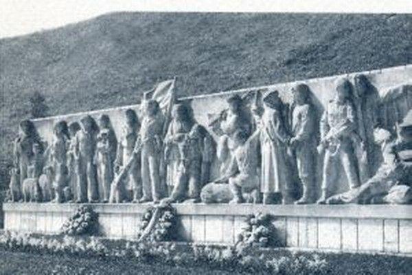 Reliéf pod partizánskym cintorínom v Priekope je tiež dielom Fraňa Štefunku.