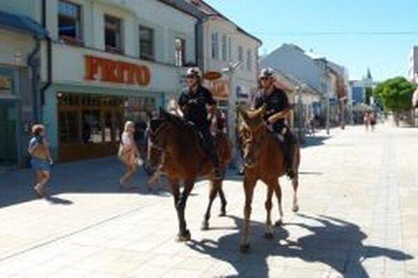 Jazdná polícia hliadkovala aj na pešej zóne v Martine.