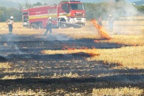 Hasiči s ohňom bojovali takmer tri hodiny.