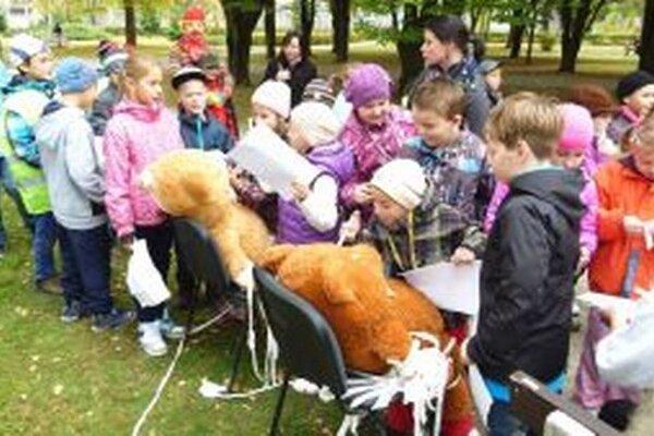 Na jednotlivých stanovištiach museli deti plniť rôzne úlohy.