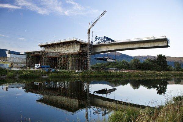 Výstavba časti diaľnice D1 Dubná skala - Turany na snímke z júla 2013.