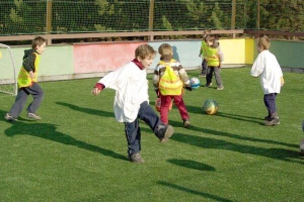 Deti si hneď v prvý deň ihrisko naplno užívali.