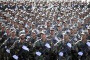 Útok sa odohral v deň, keď si Irán tradične pripomína deň svojich ozbrojených síl a výročie vypuknutia iránsko-irackej vojny z 80. rokov 20. storočia. Podobne ako v Ahváze sa vojenské prehliadky preto konali aj v ďalších iránskych mestách.