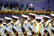 Iránsky prezident so svojimi vojakmi.