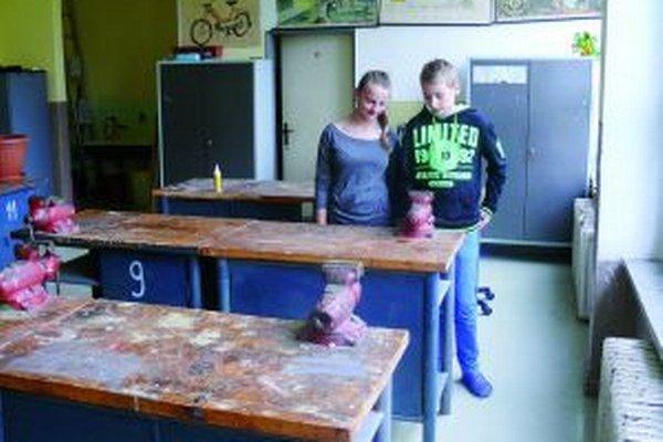 Michaela a Samuel zo ZŠ J. Kronera v Martine sa na pracovné vyučovanie tešia.