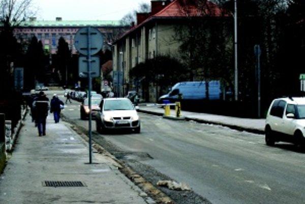 Vstup do parkovacej zóny. Aktuálne chýba v centre mesta viac ako 800 parkovacích miest.