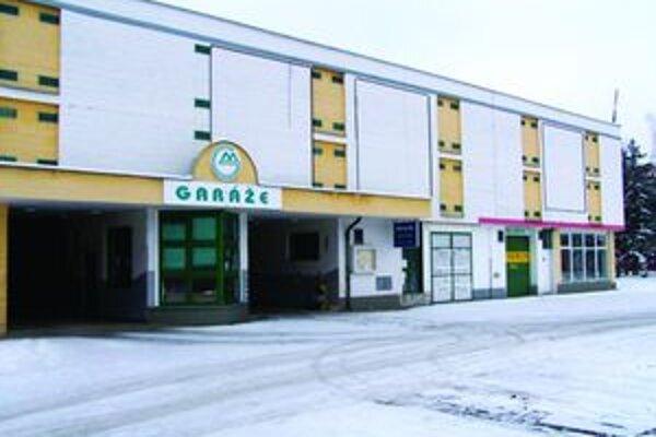 Väčšinovými vlastníkmi garážových boxov v objekte hromadných Garáži na Ľadovni sú bývalí nájomníci.