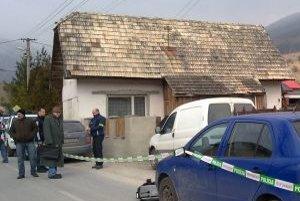 V tomto dome zavraždil Ján H. Petra K. Na bielom aute jeho telo neskôr odviezol za dedinu.