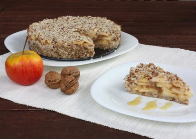Jablkový koláč bez múky, cukru a pečenia